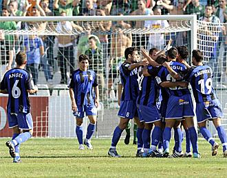 Los jugadores del Girona celebran un tanto marcado al Betis en el Benito Villamar�n