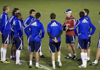 Aguirre habla con sus nuevos jugadores