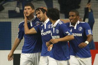 Los jugadores del Schalke 04 celebran un gol