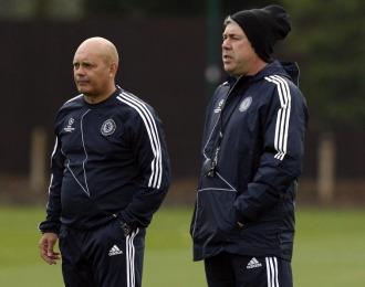 Ray Wilkins, junto a Carlo Ancelotti en un entrenamiento del Chelsea