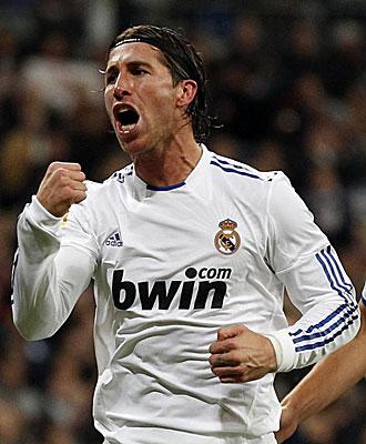 Ramos celebra el penalti marcado al Athletic