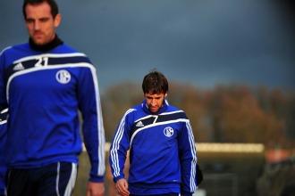 Metzelder y Ra�l se retiran del �ltimo entrenamiento antes del partido contra el Lyon.