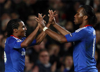 Malouda y Drogba celebran el triunfo.