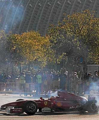 Ferrari presenta sus Finales Mundiales en las calles de Valencia.