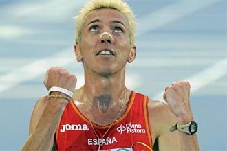 Jos� Luis Blanco celebra su tercer puesto en 3.000 metros obst�culos en los Europeos de Barcelona.