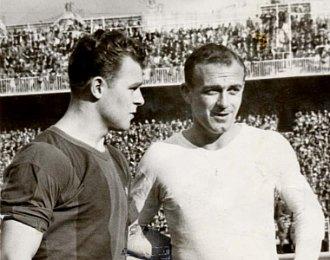 Kubala y Di St�fano posan antes de un partido entre Barcelona y Real Madrid en el Bernab�u, en la temporada 1957-58.