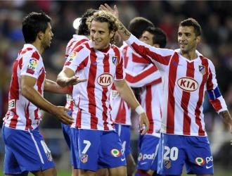 Ag�ero, Forl�n y Simao celebran uno de los goles del Atl�tico a Osasuna.