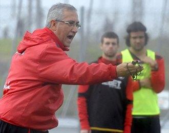 Gregorio Manzano, este jueves, durante el entrenamiento del Sevilla.
