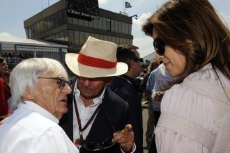 Ecclestone con su novia, en presencia de Bot�n