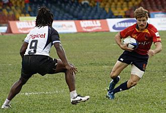El tres cuartos de origen sudafricano Ryan le Roux en una acción del encuentro ante Fiji de la primera jornada del Seven de Sri Lanka