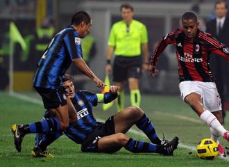 Robinho, durante el derbi de Mil�n frente al Inter