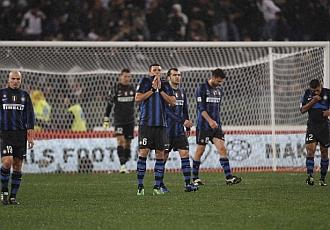 Caras de desolaci�n en los jugadores del Inter.