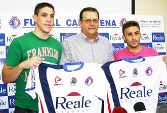 Juan Pizarro y Mario Ossorio (derecha), en su presentaci�n con el Real Cartagena el pasado 3 de agosto