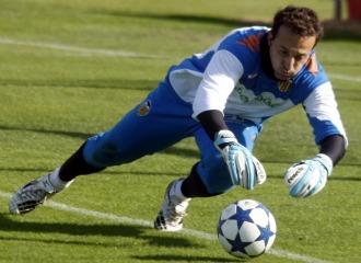 C�sar, en un entrenamiento del Valencia.