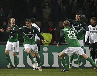 Los jugadores del Werder Bremen celebran uno de los goles maracados al Inter