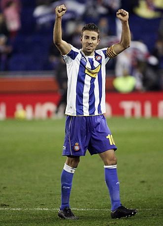 Luis Garc�a celebra el gol que le meti� al Sporting.