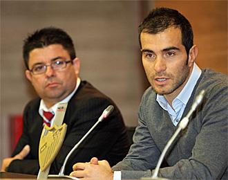 Maresca, acompañado del director deportivo del Málaga Antonio Fernández durante su presentación