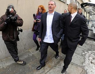 Paul Gascoigne abandona este jueves el Tribunal de Newcastle tras conocer la sentencia.