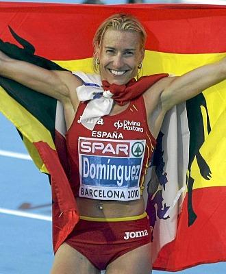 Marta Dom�nguez celebra su plata en los Europeos de Barcelona a finales de julio.