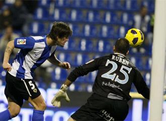 Abraham Paz marca ante el Málaga.