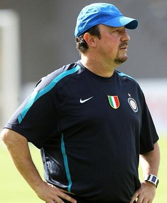 Rafa Ben�tez, durante un entrenamiento en el Zayed Sports City de Abu Dhabi