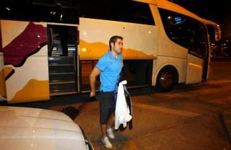Antonio L�pez, a la salida del autob�s durante un viaje del equipo