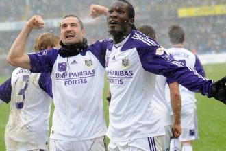 Los jugadores del Anderlecht celebran un gol