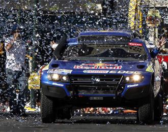 El coche de Carlos Sainz, arrancando.