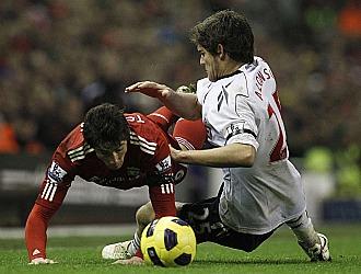 Marcos Alonso vigiló siempre de cerca a Fernando Torres