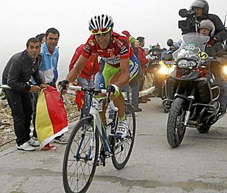 Nibali, con el maillot rojo de la Vuelta.