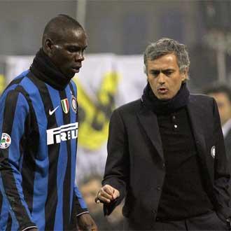 Mou y Balotelli, en octubre de 2009 en el Inter.