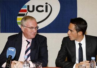Pat McQuaid junto a Contador, durante la entrega del Premio al Mejor Corredor de la Temporada, en 2009