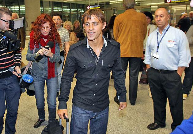Diego Buonanotte, este jueves, a su llegada a Málaga (FOTO: JOSÉ ORTEGA / MARCA)