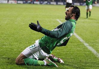 Hugo Almeida celebra un gol con el Weder Bremen