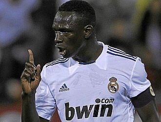 Mahamadou Diarra en el transcurso de un partido del Real Madrid