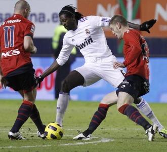 Adebayor, en un lance del partido