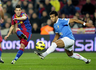 Villa dispara a puerta ante Michel en el partido de ida.