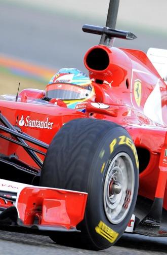 Fernando Alonso, a los mandos de su nuevo F150