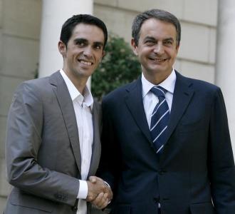 Alberto Contador junto a Jos� Luis Rodr�guez Zapatero en una visita a la Moncloa en 2009.
