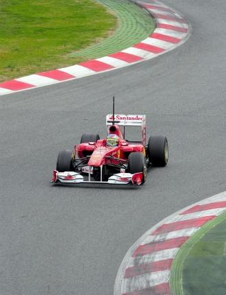 Fernando Alonso, a los mandos de su F150th Italia en Montmel�