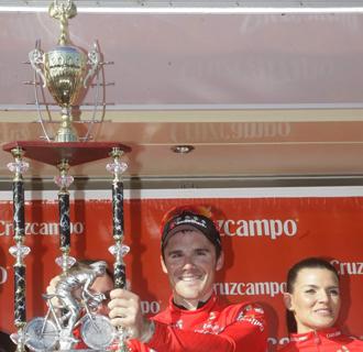 Markel Irizar, en el podio de una etapa en Andalucía.