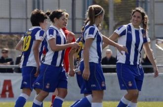 Las jugadoras del Espanyol celebran un gol ante el Sant Gabriel.