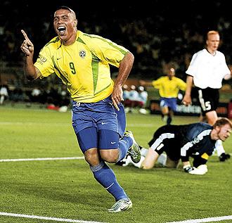 Ronaldo celebra un gol en la final del Mundial 2002 ante Alemania.