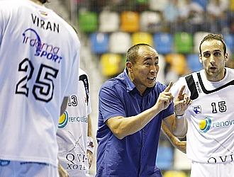 Duishebaev da instrucciones a sus jugadores