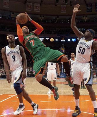 Carmelo Anthony tirando a canasta en suspensi�n