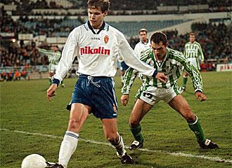 Radimov durante su etapa como jugador del Real Zaragoza.