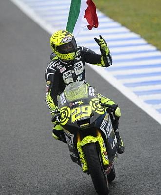 Iannone celebra la victoria en Jerez.