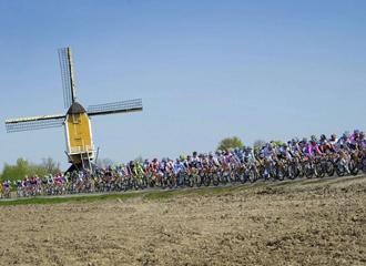 Paso del pelot�n en la 'Amstel Gold Race'