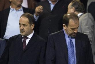 Agapito y �ngel Torres, presidente de Real Zaragoza y Getafe, respectivamente, en el palco de La Romareda