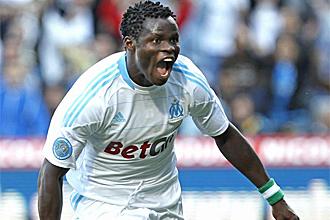 El nigeriano Taiwo celebra un gol con el Marsella
